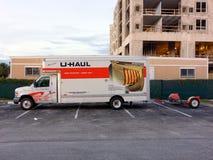 Una furgoneta y un carro de alquiler Foto de archivo libre de regalías