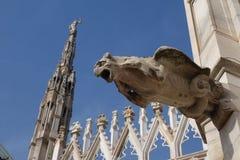Una gárgola gótica grotesca en la pared de Milan Cathedral fotos de archivo libres de regalías