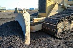 Una ghiaia commovente del bulldozer della costruzione Immagine Stock