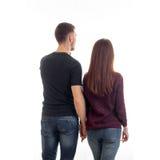 Una giovane coppia che sta con di nuovo alla macchina fotografica e sta venendo in avanti Fotografia Stock Libera da Diritti