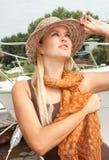 Una giovane donna blondy stunningly bella Fotografie Stock