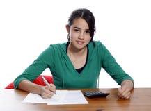 Una giovane donna con la penna immagini stock libere da diritti