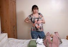 Una giovane donna incinta Fotografie Stock