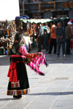 Una giovane donna tibetana nel SERVIZIO lhasa di BARKOR Immagini Stock Libere da Diritti