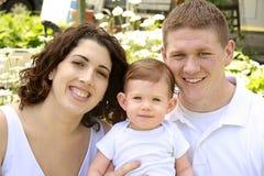 Una giovane famiglia di tre Immagini Stock