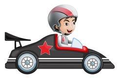 Una giovane guida del ragazzo in sua vettura da corsa Immagini Stock