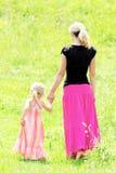 Una giovane madre con la sua figlia Immagine Stock