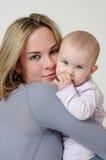 Una giovane mamma Fotografia Stock