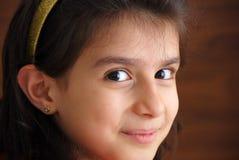 Una giovane ragazza sorridente Fotografia Stock