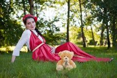 Una giovane seduta incinta della ragazza Fotografia Stock