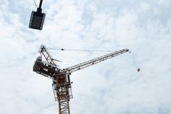 Una grúa de construcción Fotografía de archivo libre de regalías