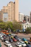 Una gran cantidad de tráfico en Delhi, la India Imagen de archivo libre de regalías