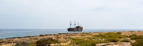 Una grande bella nave nel mare, Cipro Fotografie Stock Libere da Diritti
