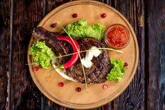 Una grande bistecca arrostita Fotografia Stock