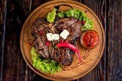 Una grande bistecca arrostita Fotografie Stock Libere da Diritti