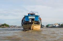 Una grande nave da carico sul Mekong Fotografia Stock