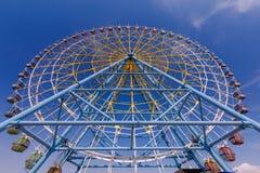 Una grande ruota panoramica fotografia stock