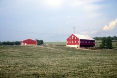 Una granja con el granero y un ranchouse en Ohio foto de archivo