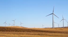 Una granja del molino de viento en un paisaje rual Foto de archivo