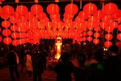 Una griglia delle lanterne d'ardore rosse cinesi Fotografia Stock