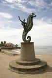 Una guida del bambino su un monumento del seahorse Fotografia Stock Libera da Diritti