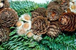 Una guirnalda hecha a mano de la Navidad imagen de archivo libre de regalías