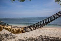 Una hamaca vacía en la playa Fotografía de archivo libre de regalías