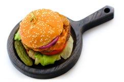 Una hamburguesa, jugoso y sabroso Imagenes de archivo