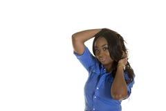 Una hembra atractiva aislada llevando una falda Fotografía de archivo libre de regalías