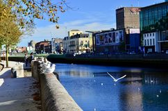 Una hermosa vista de la ciudad del corcho por el río Lee Ciudad del corcho, Irlanda Foto de archivo