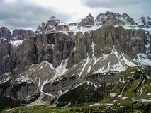Una hermosa vista del grupo de Sella cerca de Passo Gardena en las dolomías, Italia foto de archivo