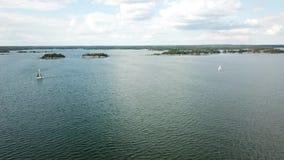 Una hermosa vista, isla Ã-stra Skyrskär, sobre las islas aquí en el archipiélago de Finlandia almacen de video