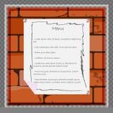 Una hoja de papel para el menú o la otra información sobre el fondo de una pared de ladrillo Foto de archivo