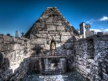 Una iglesia antigua en Aran Islands, Irlanda Imágenes de archivo libres de regalías