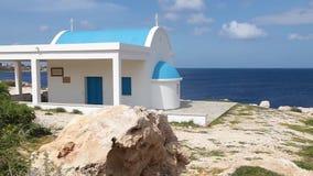 Una iglesia azul y blanca ortodoxa tradicional almacen de video