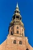 Una iglesia de San Pedro en Riga imágenes de archivo libres de regalías