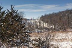 Una iglesia del país en el invierno Foto de archivo