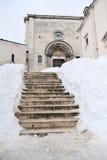 Una iglesia en la nieve Fotos de archivo libres de regalías