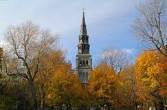 Una iglesia en otoño Foto de archivo libre de regalías