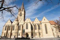 Una iglesia grande en Sibiu, Rumania Foto de archivo libre de regalías