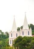 Una iglesia situada en el bosque Imagen de archivo