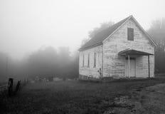 Una iglesia vieja en la niebla Imagenes de archivo