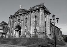 Una iglesia vieja a partir de la era española fotos de archivo
