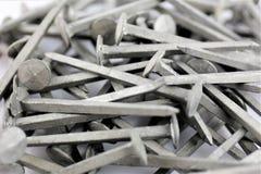 Una imagen de algunos clavos del acero - material de construcción Imagen de archivo libre de regalías