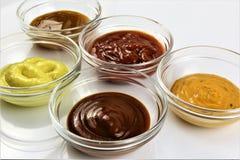Una imagen de diverso Bbq sauces, dulce, delicioso imagen de archivo