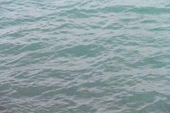 Una imagen de fondo de la superficie del agua Foto de archivo libre de regalías