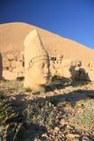 Una imagen de la estatua en la montaña Adiyaman de Nemrut en Turquía imagenes de archivo