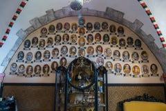 Una imagen de la genealogía de figuras históricas así como objetos expuestos y muebles famosos del museo fotos de archivo