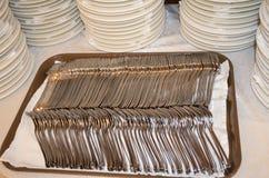 Una imagen de los cubiertos en una tabla, Fotos de archivo