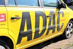 Una imagen de un logotipo de ADAC - Luegde/Alemania - 10/01/2017 Fotografía de archivo libre de regalías